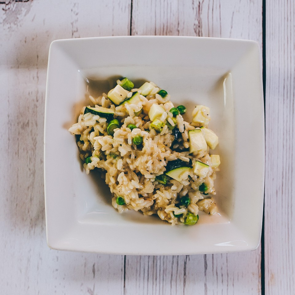 Risotto with courgettes, asparagus, green peas, white wine. (g.f)